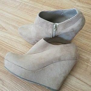 Women's Suede Heels, Size Large 8/9